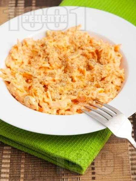 Морковена салата със синьо сирене, майонеза и лимонов сок - снимка на рецептата
